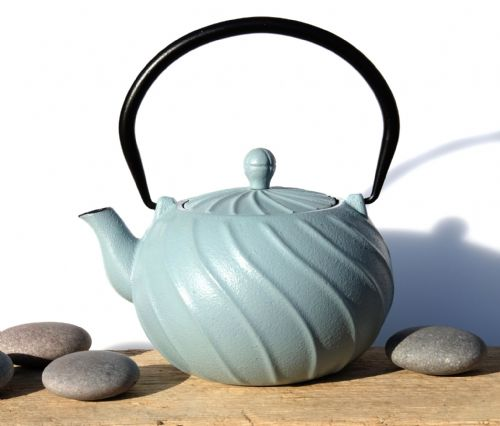 Cast iron TYPHOON Pearl Blue teapot 0.8L - Tetsubin Japanese style tea pot kettle - GOTO